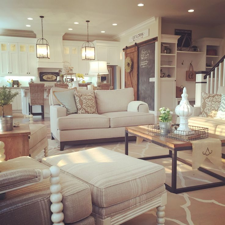 chic-farmhouse-living-room