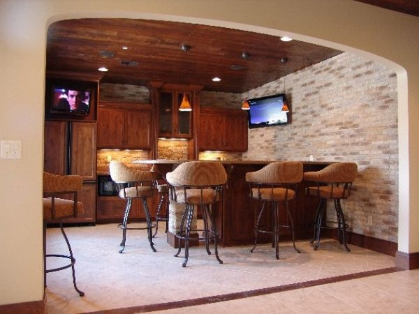 compact-home-bar-with-cozy-seating