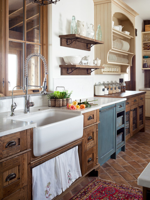 farmhouse-kitchen-with-granite-countertops