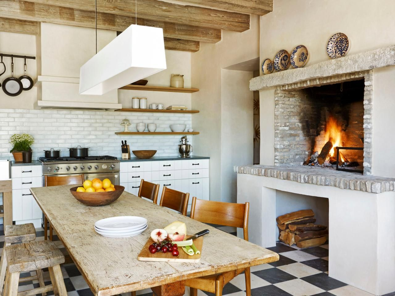 farmhouse-kitchen-fireplace
