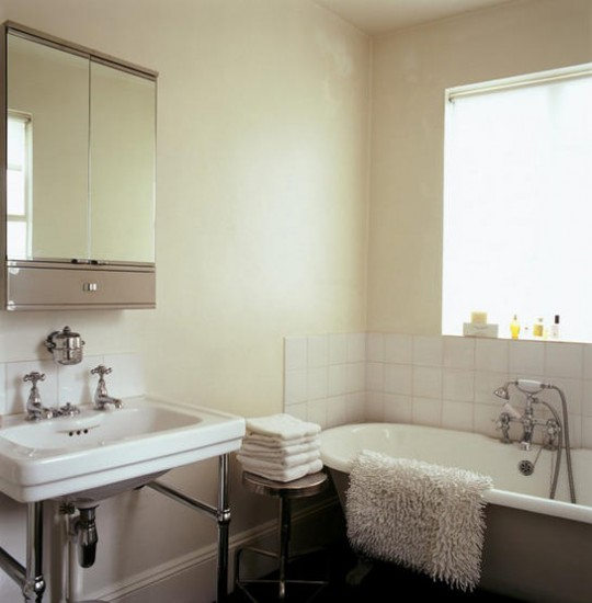 small-traditional-bathroom