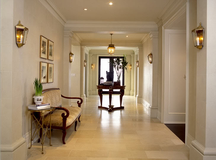 spacious-hallway-in-traditional-style