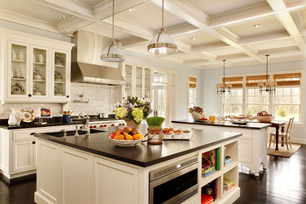 traditional-kitchen-with-breakfast-bar