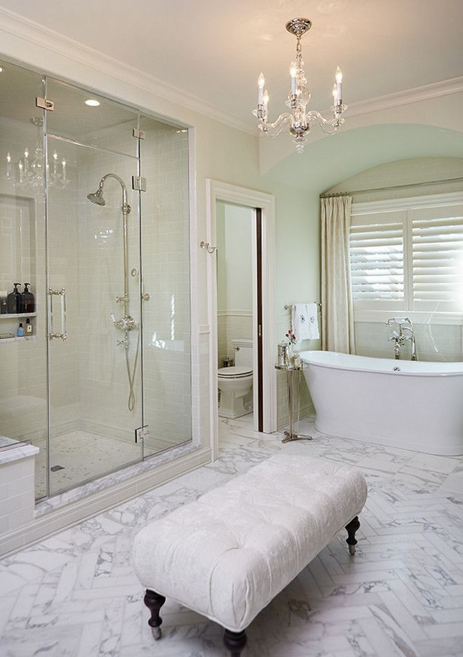 traditional-bathroom-with-neutral-walls