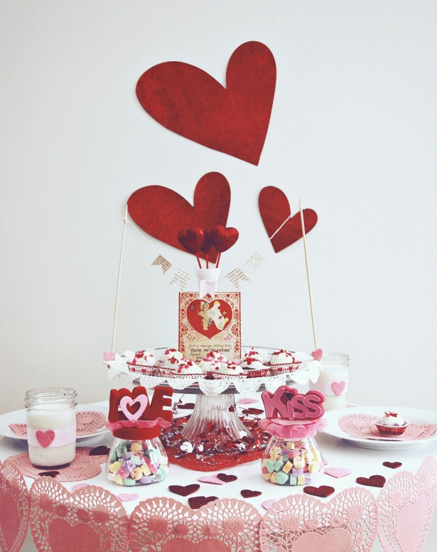 cute-centerpieces_valentine-decor_heart-shaped