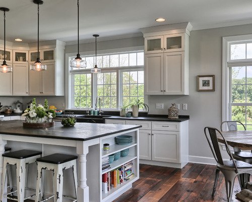 farmhouse-eat-in-kitchen