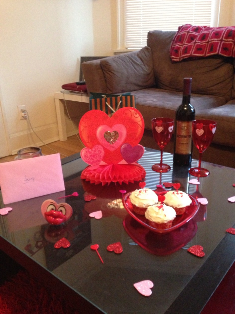 lovely-valentine-table-decoration_red-heart-shaped-paper-craft