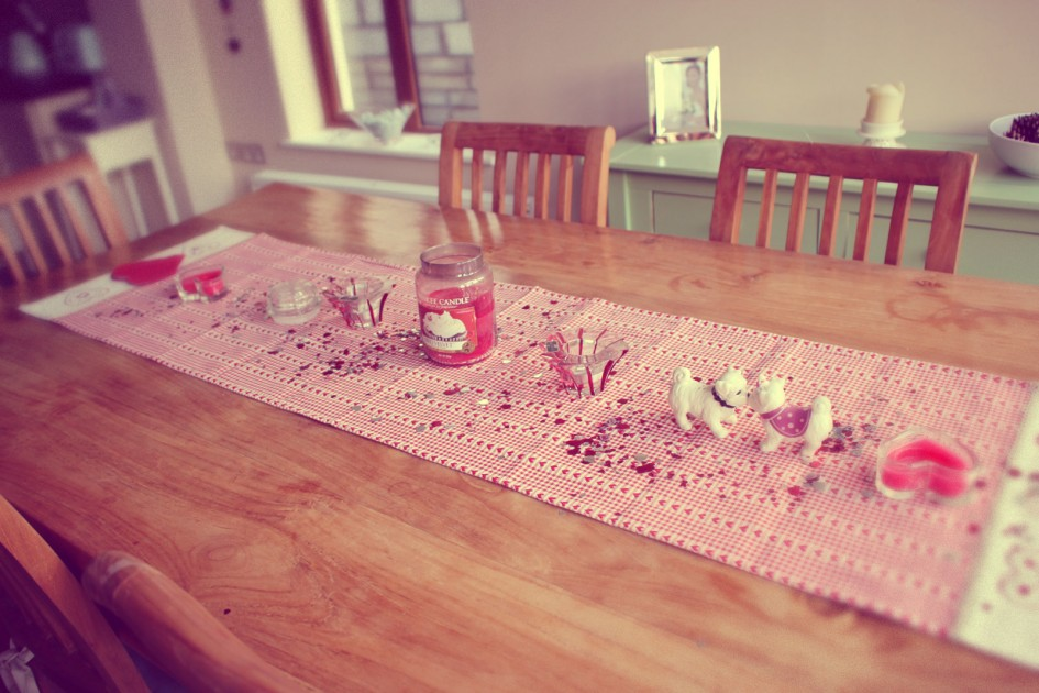 simple-dining-room-decoration_valentines-day