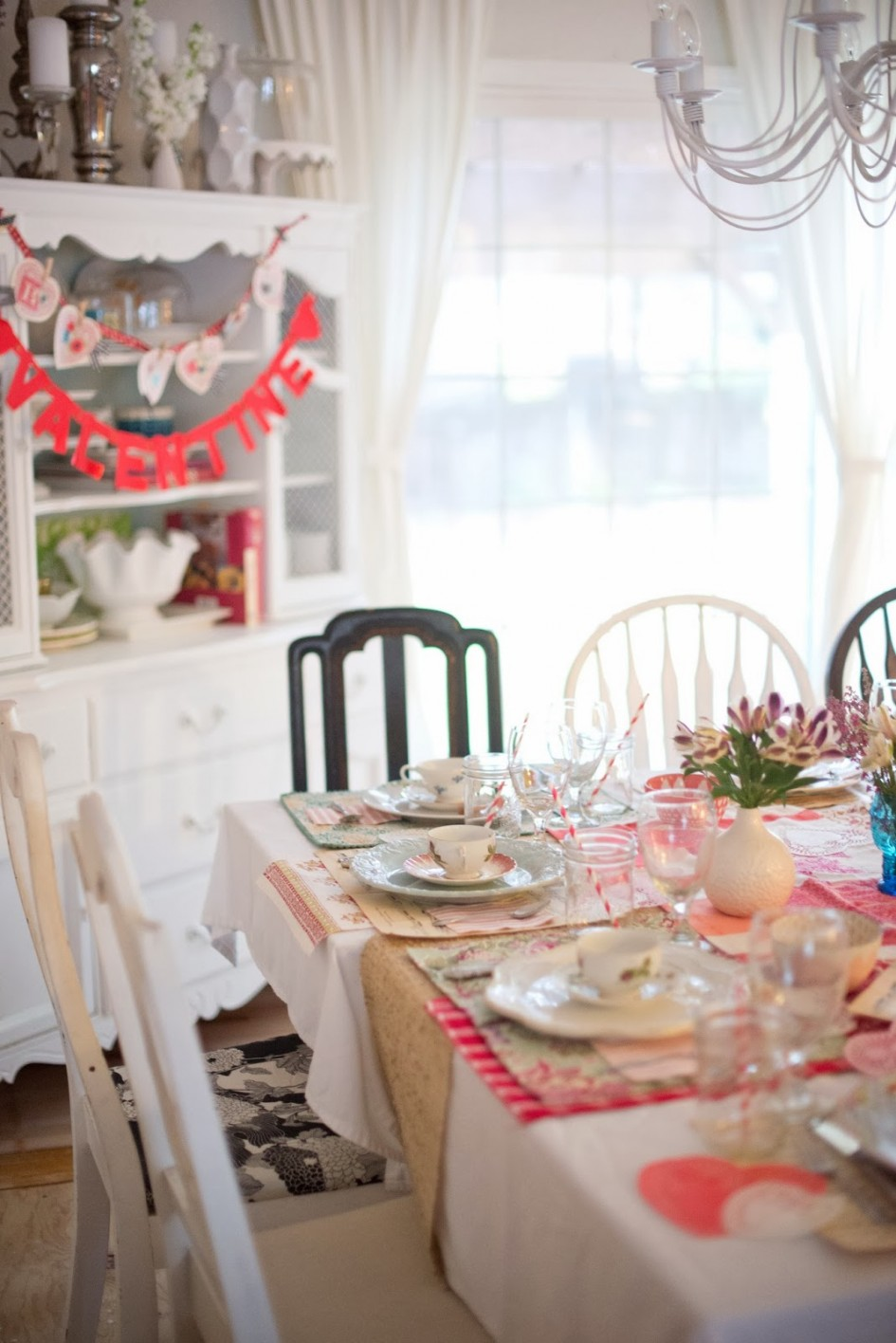 valentines-day-decoration_red-garland